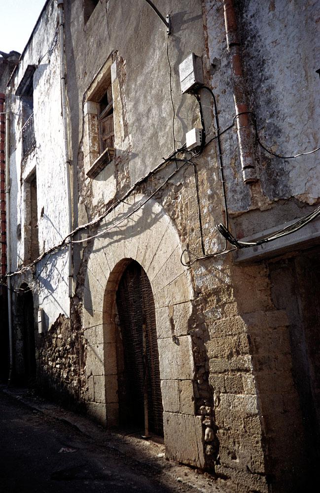 fachada y puerta grande