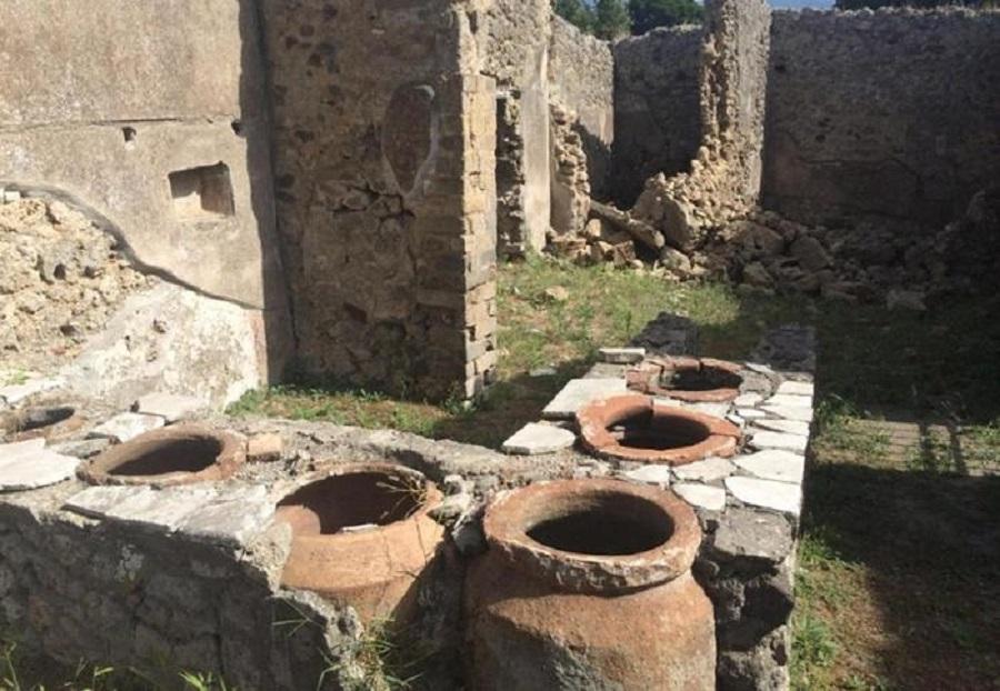 (ANSA) - NAPOLI, 14 set - Crollo muretto scavi di Pompei